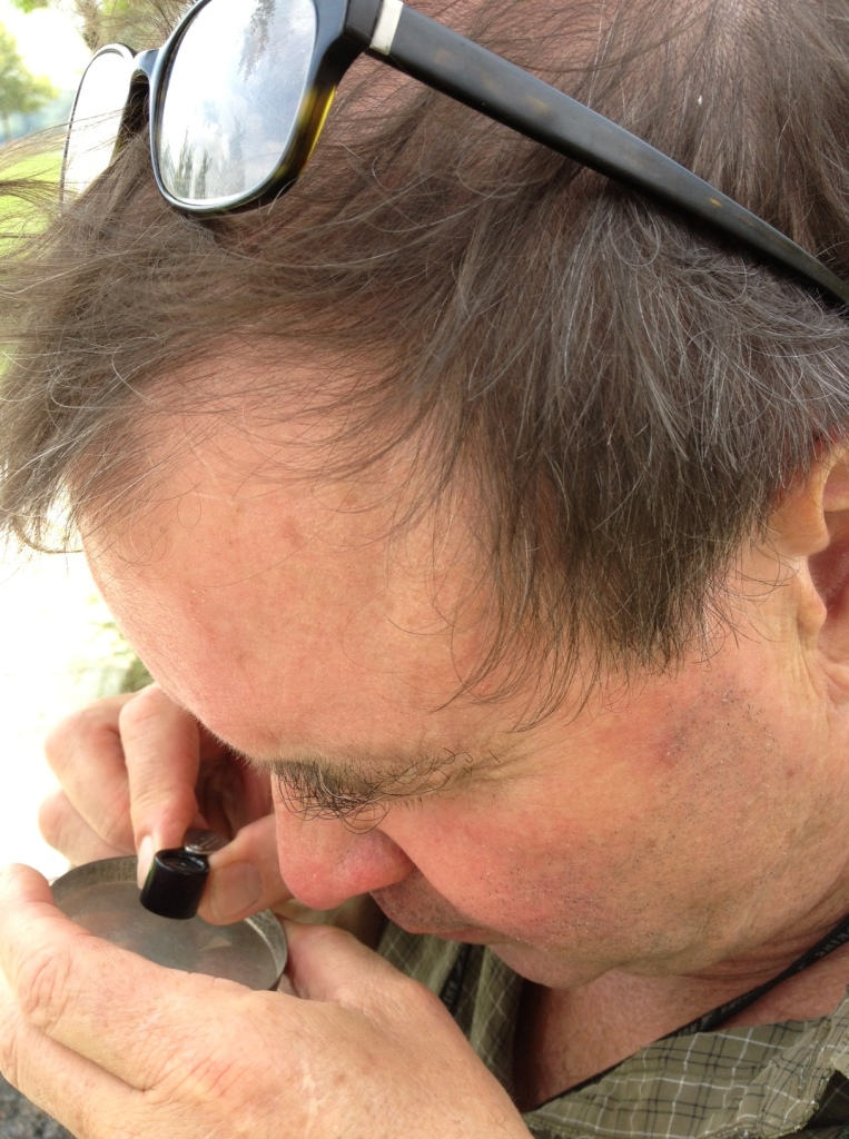 A handheld loupe helps to see the grain shape out on site