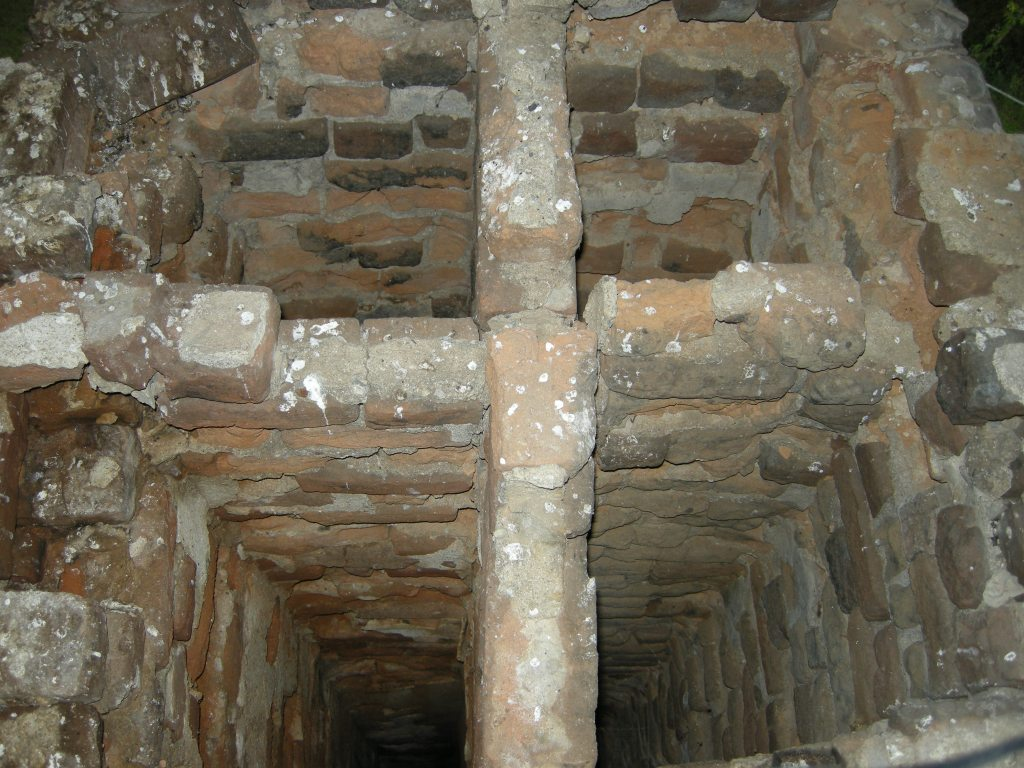 Four sound flues with dividers to the top of the Menokin chimney beginning to split in half