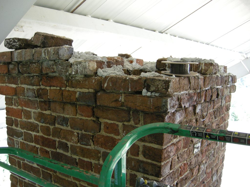 Menokin chimney splitting in two but largely intact
