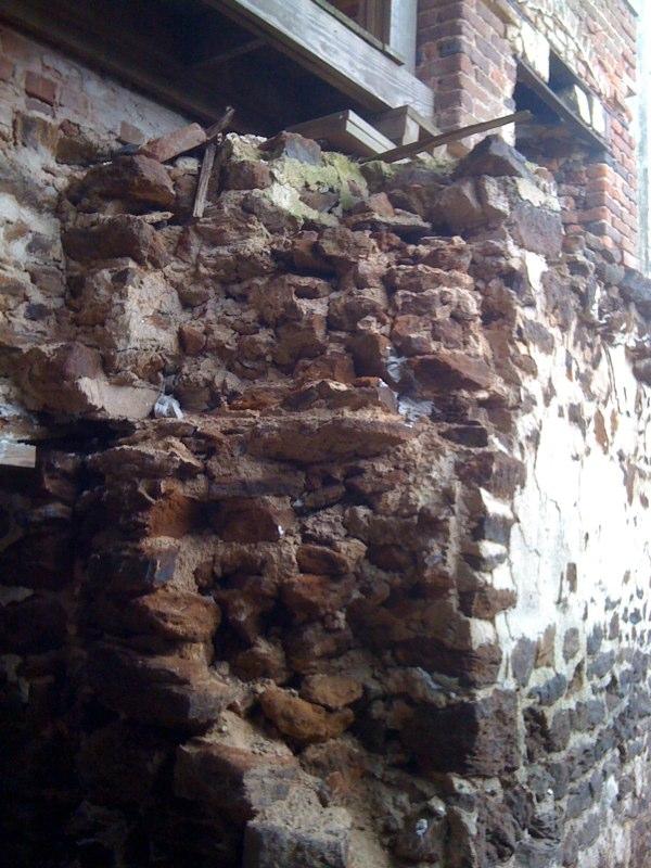 Rubble foundation walls in the Menokin basement